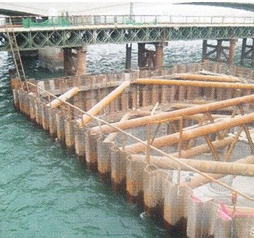 Corrosion rate measurements in steel sheet pile walls in a marine environment