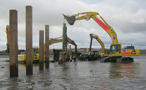 Sheet piling of flood wall