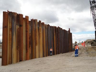 Design of steel sheet piles cofferdam supporting system